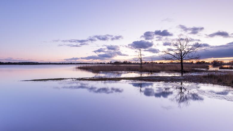 Strabrechtse Heide 306 - Laatste foto van deze mooie zonsondergang aan het Beuven van een jaar geleden. <br /> <br /> Kijk op http://www.deshamer.nl
