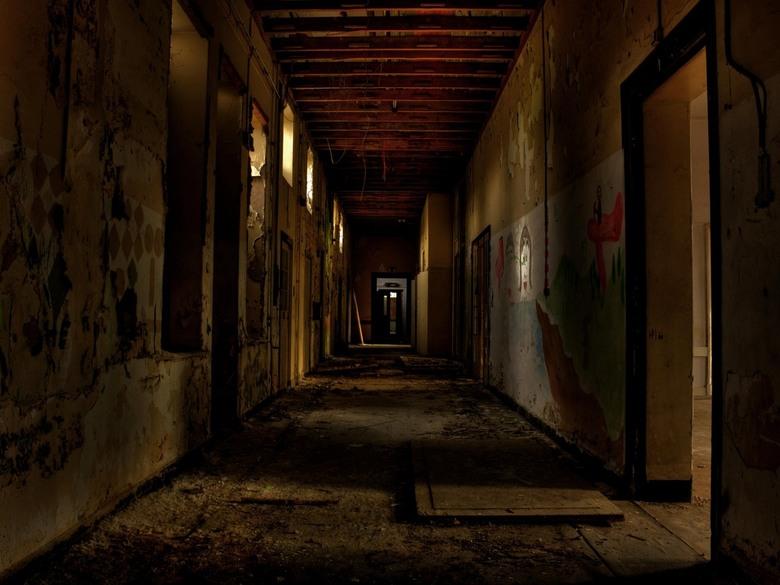Urbex Hospital - Urbex in een verlaten ziekenhuis ergens in europa.