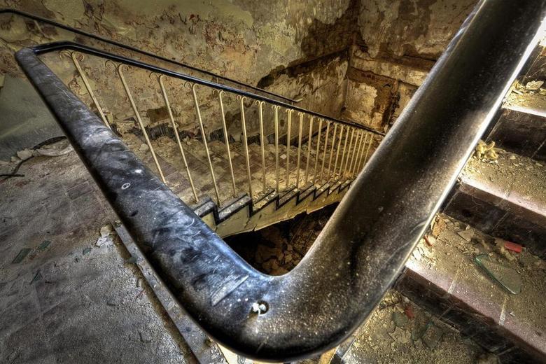 Verlaten kolenmijn - Duitsland - Trappenhuis bij een verlaten kolenmijn, ergens in Duitsland.