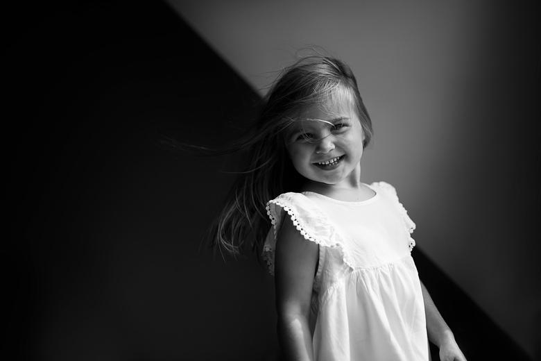 """fotografenkind  - Ik heb haar niet eens gevraagd een pose te striken <img  src=""""/images/smileys/wilt.png""""/>"""