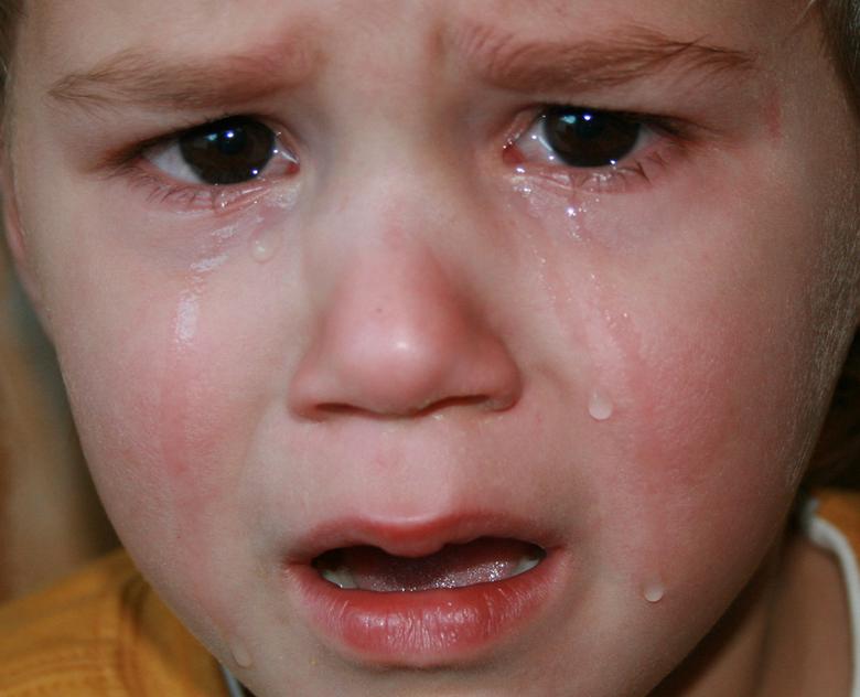 stout - jongetje is stout en boos omdat hij zijn zin niet krijgt en huilt daarom dikke tranen