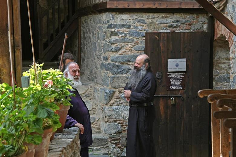 Onderonsje in klooster