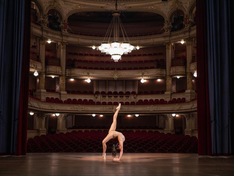 Marielle Kuipers - Internationaal Theater Amsterdam  - WE ARE ART is een online-expositie over dansers op zoek naar publiek. <br /> <br /> Als profe