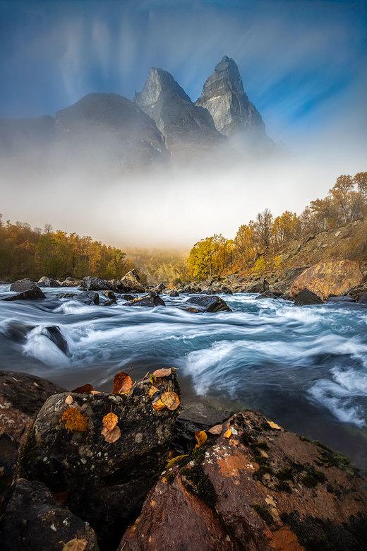 Senja - na 45 minuten wachten aan de oever van de rivier liet de berg zich voor 20 seconden zien