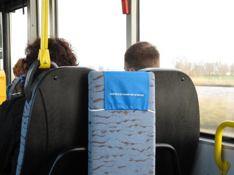 Gebruiksaanwijzing - Ongelofelijk dat we al een gebruiksaanwijzing in het openbaar vervoer nodig hebben om ons fatsoenlijk te gedragen!