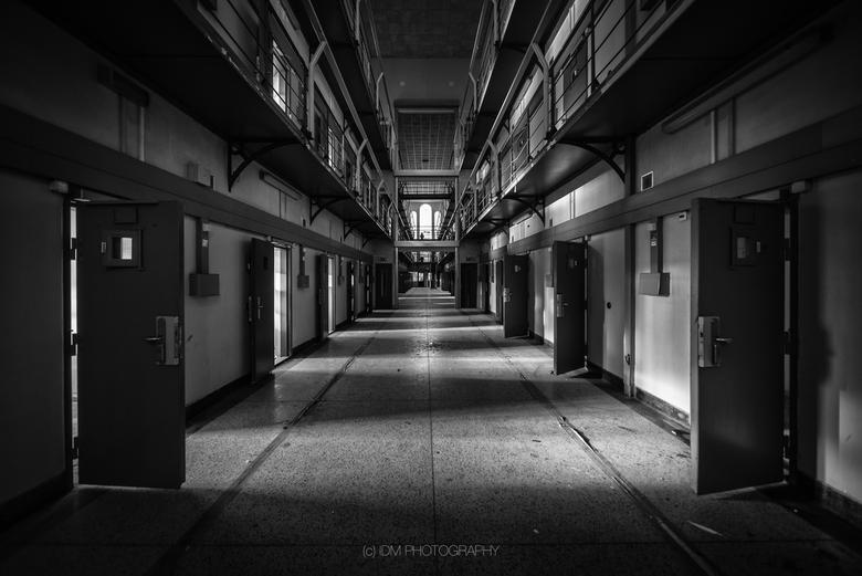 C-Block - Het verlaten cellenblok van voormalig PI de Noordsingel. Op het punt van vertrek zag ik nog mooi het zonlicht naar binnenkomen. Toch snel mi
