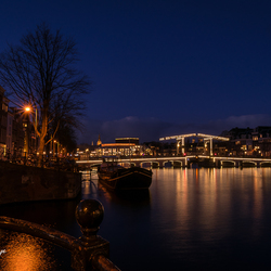 Magere Brug by night