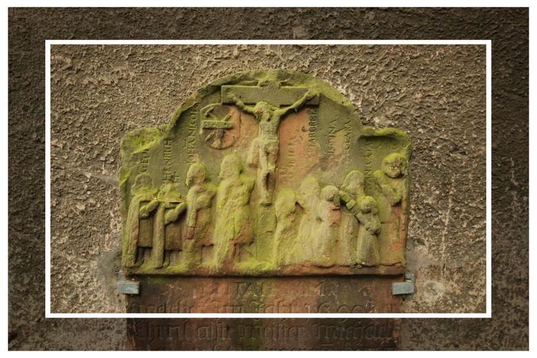 Nog even  - Aan een muur van een zeer oud kapelletje  uit het jaar 1270 , vond ik deze steen , <br /> Sint Michaels kapelle   Marburg  Duitsland