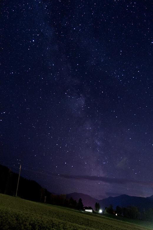 Stars in Oberau - Tijdens een weekje weg in Oberau, Oostenrijk op een vrijwel heldere nacht een donker weiland op gelopen om een poging te wagen foto&