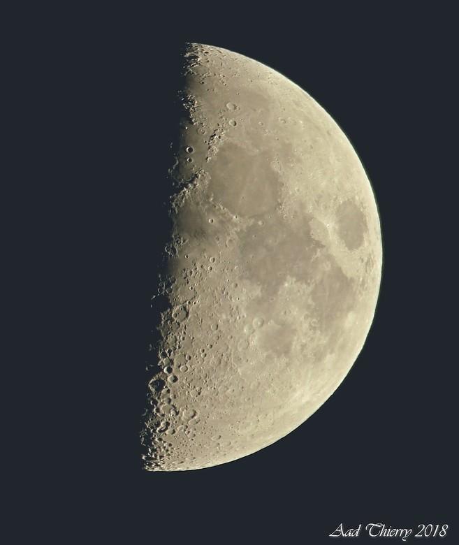 Halve Maan - Deze opname heb ik met de samsung NX500 gemaakt (systeem camera ) + een adapter zodoende kon ik de sigma 150-600 er op bevestigen , ik wa