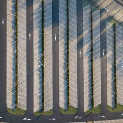 Drone boven parkeerplaats Sluis