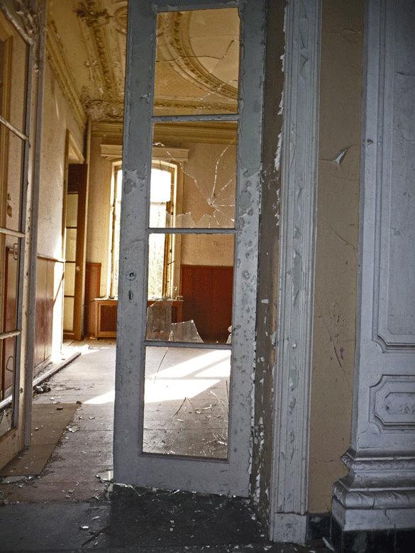 kapotte deuren - kapotte deuren in chateau rochendaal belgie