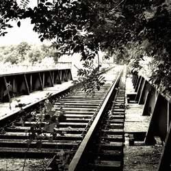 Verlaten spoorbrug.