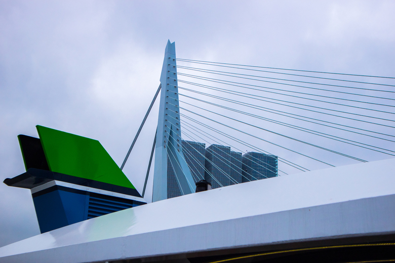 Erasmusbrug Rotterdam - 1/2000 - f 5,6 - ISO 200 - 30 mm