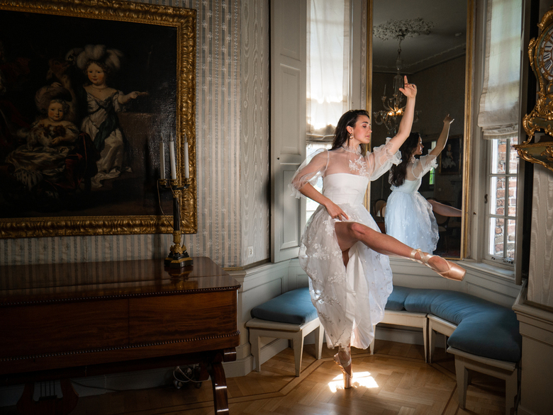 Rebecca Bettacinni - Slot Zuylen - WE ARE ART is een online-expositie over dansers op zoek naar publiek. <br /> Als professioneel danseres en fotogra