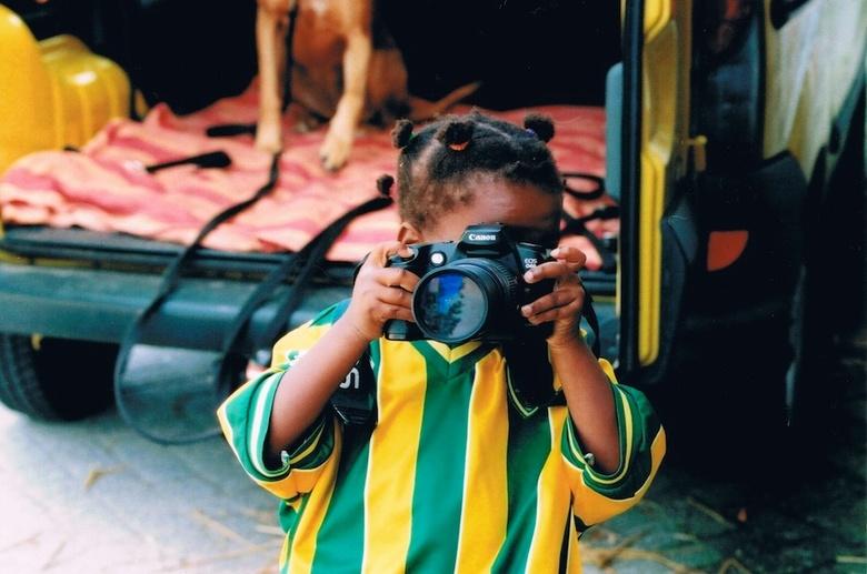 Paige met Canon EOS D60 - Gemaakt met een Canon EOS 500 (analoog), 28-80mm F/1:3.5-5.6 lens en een Kodak ColorPrint Plus 200 film