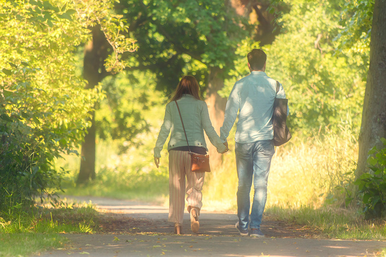 Liefde is.... - samen hand in hand door het park wandelen. <br /> <br /> Iedereen bedankt voor de fijne reacties bij mijn vorige opname. Wens jullie