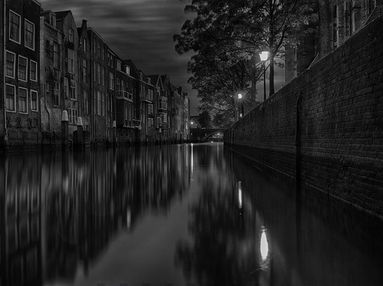 50 shades of Dordrecht - Het historische centrum van Dordrecht heeft schitterende plekken. Dordrecht is een eiland en heeft een sterke binding met wat