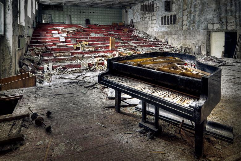 The sound of silence - De vleugel in de muziekschool.<br /> Gemaakt tijdens de Ultimate urbex Chernobyl trip van Zoom.nl!
