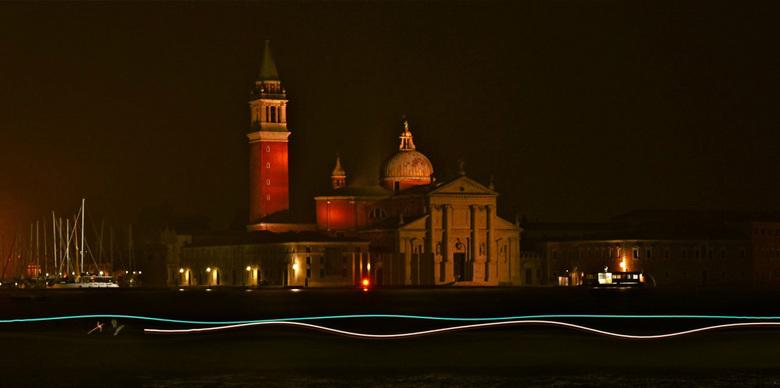 Zicht op het eiland San Giorgio Maggiore - Nachtopname van het eiland San Giorgio Maggiore