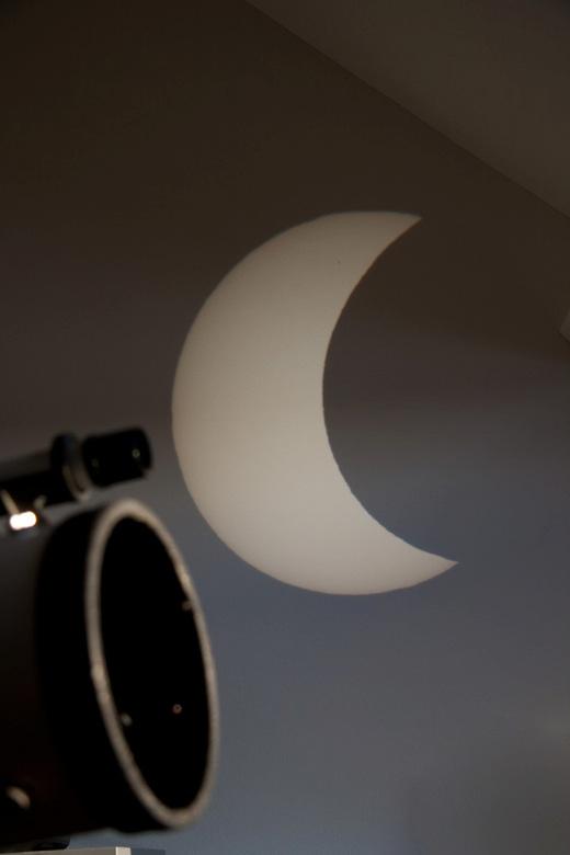 Eclips projection - projectie op muur dmv. speigeltelescoop.