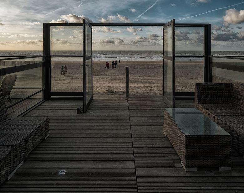 Terras aan het strand -