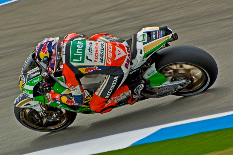 MotoGP: Stefan Bradl - Deze jongen heeft een erg specatulaire rijstijl. Helaas voor hem heeft ie geen topbike. En waarschijnlijk kan ie ook net niet t