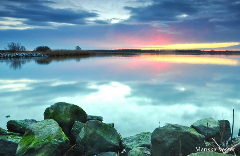 End of the day - Soms denk je dat een zonsondergang niks wordt door bewolking, en dan ineens klaart het op..