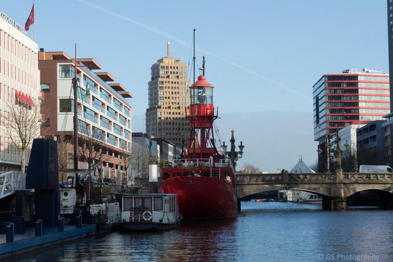 Boat vs City -