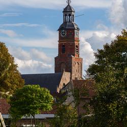 Zicht op de kerktoren van Buren