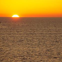 Ondergaande zon op zee