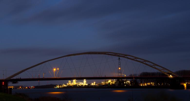 Merwedebrug Papendrecht - De laatste tijd maak ik veel avondfoto's. Ik geniet erg van avondfotografie en zal er de komende weken nog mee doorgaan