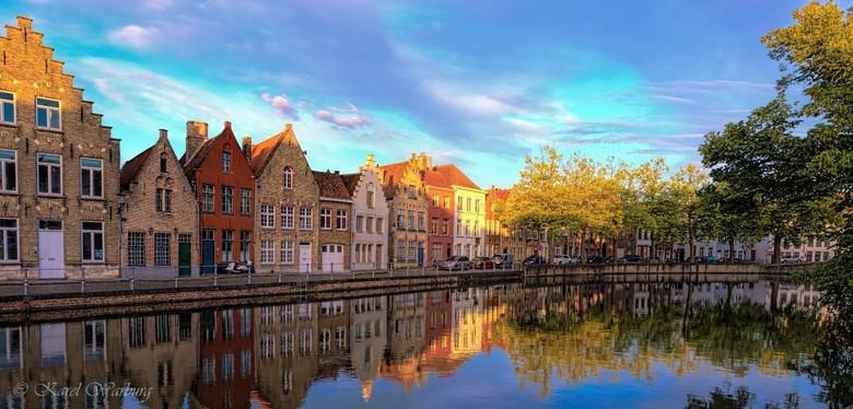 Potterierei, Brugge, Belgie  - Een hele mooie sfeer in Brugge tijdens het gouden uurtje.