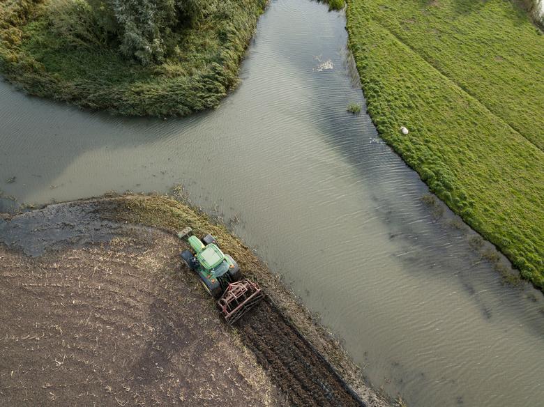 Ploegen in West-Friese klei -