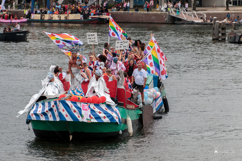 """Pride Amsterdam 2019 - Fryslan boppe ..... ik hoorde dat volgend jaar Doutzen op de voorplecht staat in een leuk pakkie met vleugels ..... <img  src="""""""