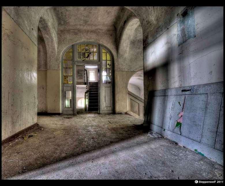 Sanatorium T. V - Verlaten militair sanatorium ergens in het oosten van Duitsland...