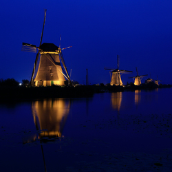 Kinderdijk 's avonds