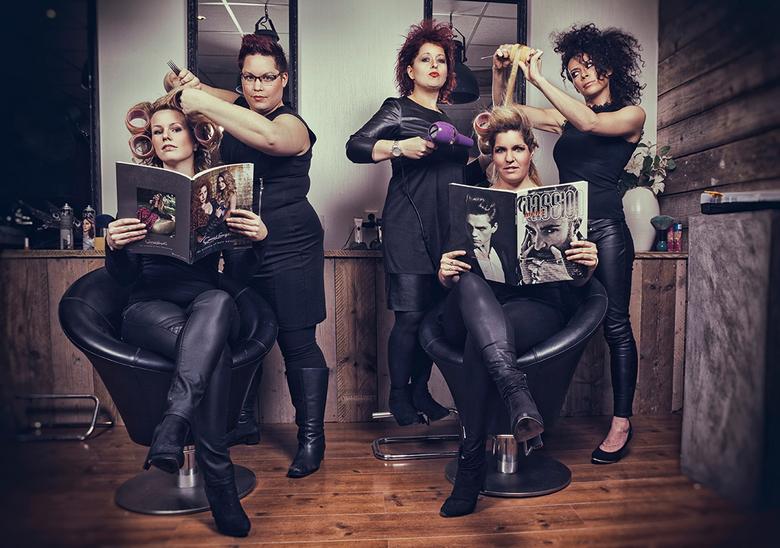 The winan ladies 2 - Deze foto is gebruikt voor mijn eindexpositie.<br /> Opdracht: Maak een groepsfoto met minimaal 5 personen. <br /> Meteen dacht