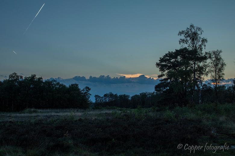 Hondenven-Gezichtsbedrog - Door de wat mistige ogende lichtblauwe laag en de donkerblauwe ruige wolken daarboven lijkt dit net een gebergte met boveno