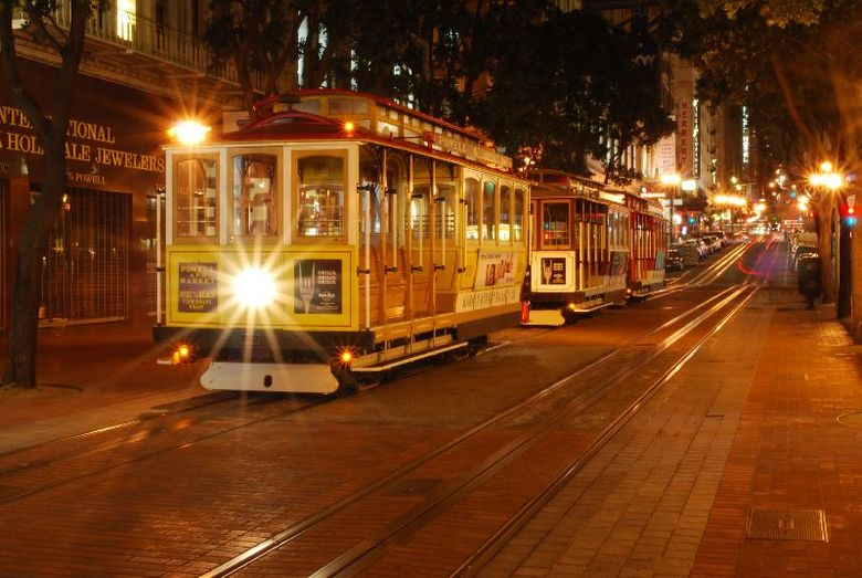 Nachtfoto tram met sterlicht - Powelstreet/Union Square<br /> San Francisco