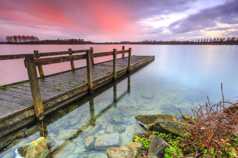 Eenvoud - Soms is eenvoud troef.<br /> <br /> Gemaakt Alkmaar Noord. <br /> Deze standpunt expres genomen omdat links van de steiger<br /> teveel