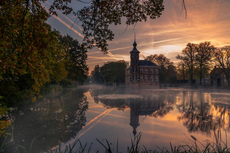 kasteel bouvigne - een heerlijke ochtend een paar weken geleden in het mastbos. Een klein beetje mist op het water. Net genoeg om de sfeer erin te kri