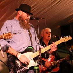 Struun Texel op de Stieneplaatst: Bejaarden-Rock met Jug Bros