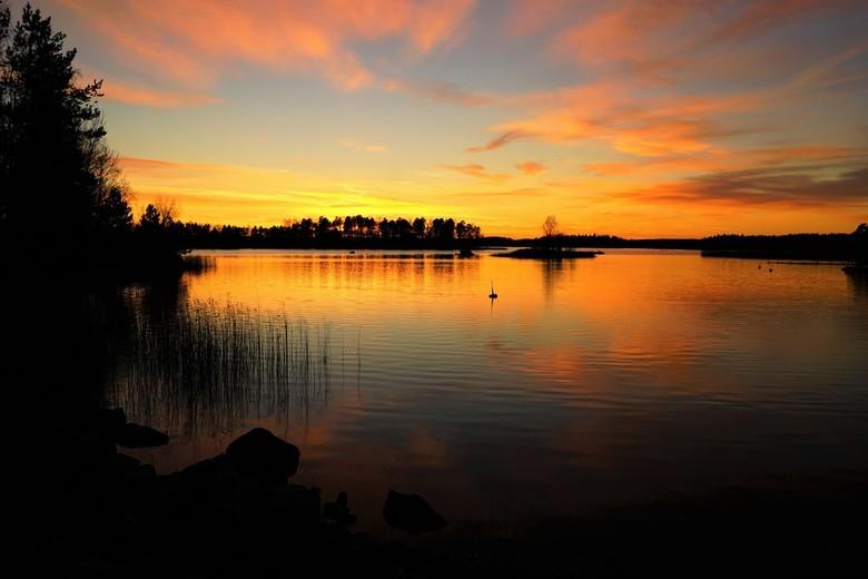 zonsondergang - ik dacht eerst het word niet veel dus al richting huis aan het gaan toen het donkerder werd kwam er steeds meer kleur in de lucht dus