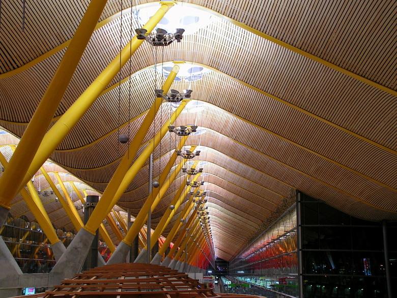 Hoeveel plankjes telt het plafond? - Vandaag maar eens 2 &#039;&#039;plafondplaatjes&#039;&#039;...<br /> Deze foto is gemaakt op het vliegveld van M