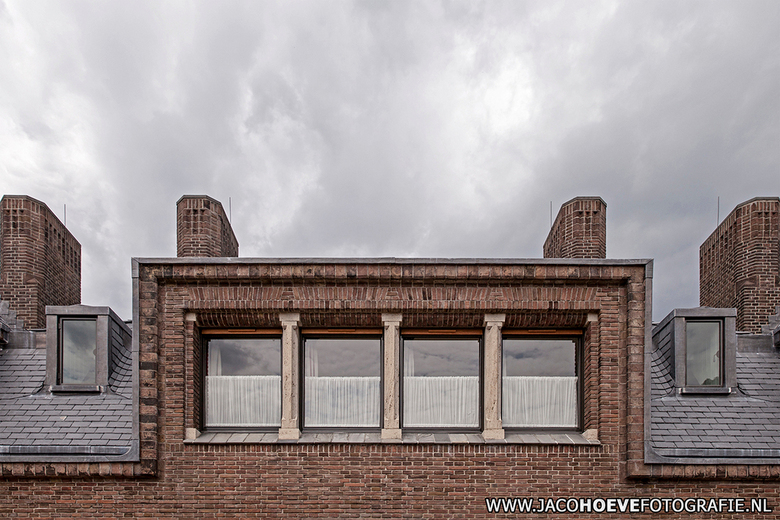 Symmetrie in de architectuur. - Symmetrie in de architectuur. Bij Jachthuis Sint Hubertus in Hoenderloo.