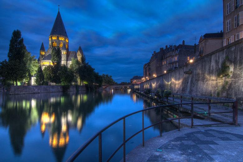 Nacht in Metz - HDR foto gemaakt aan Temple Neuf tijdens mijn vakantie in Frankrijk
