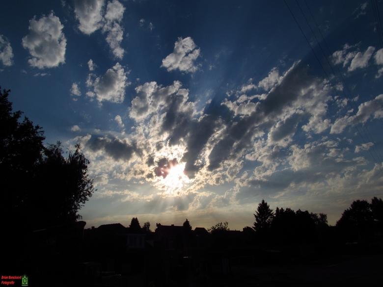 Zonsondergang  - Deze foto is genomen in Sint-job in 't Goor