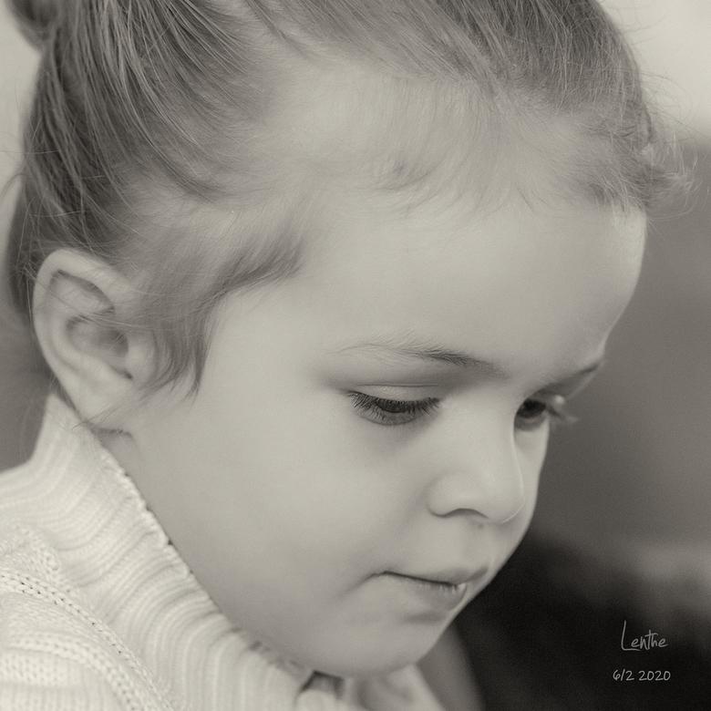 Lieve Lenthe 20 01 25 - Nogmaals Portret fotografie, ik vind het niet zo makkelijk hoor. Opbouwende kritieken en tips zijn welkom.