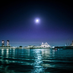 Moon over SSRotterdam